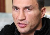 Владимир Кличко завершил профессиональную карьеру в 2017 году, после того как проиграл Энтони Джошуа. Однако, на протяжении всего этого времени появляются слухи о его возможном возвращении. В частности, стриминговый сервис DAZN готов заплатить украинскому боксеру 80 миллионов долларов за три боя.