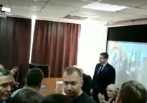Комсомольцы потребовали отставки Александра Ивачева