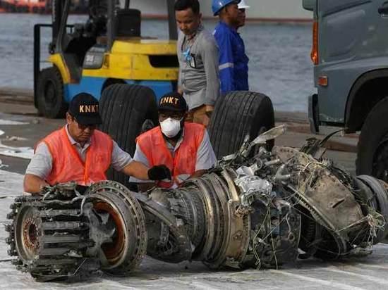 Электроника помешала спасти разбившийся в Индонезии Boeing, сообщает Reuters