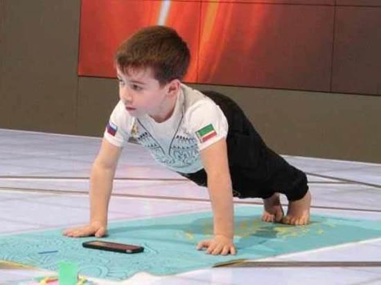 Шестилетний чеченец установил мировой рекорд в отжимании на брусьях