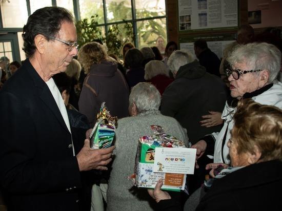Клеймс Конференс поздравила 180 переживших Холокост из Кармиэля с праздником Пурим