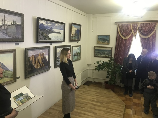 В Серпуховском музее открылась выставка крымских пейзажей