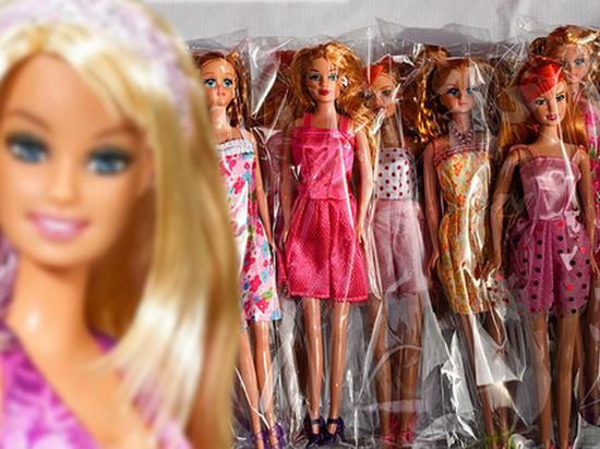 Таможенники Иркутска задержали 8 тыс. фальшивых Барби