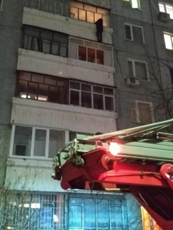 Ульяновские пожарные спасли девушку с карниза балкона 5 этажа