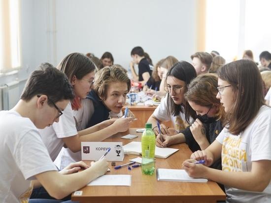 17 команд поборолись в Смоленске за победу в играх «Что? Где? Когда?»