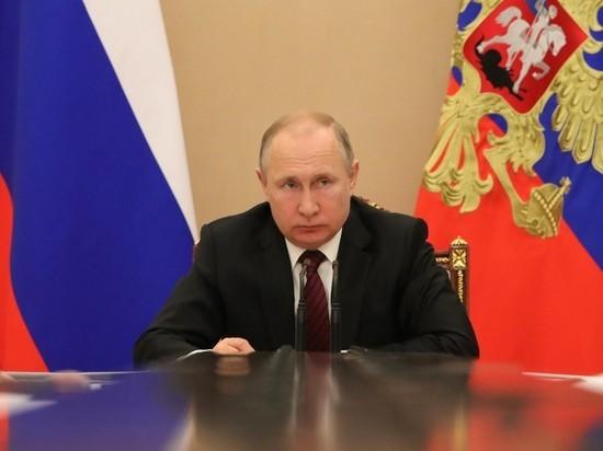 """Кремль прокомментировал """"сценарии"""" сохранения власти Путиным"""