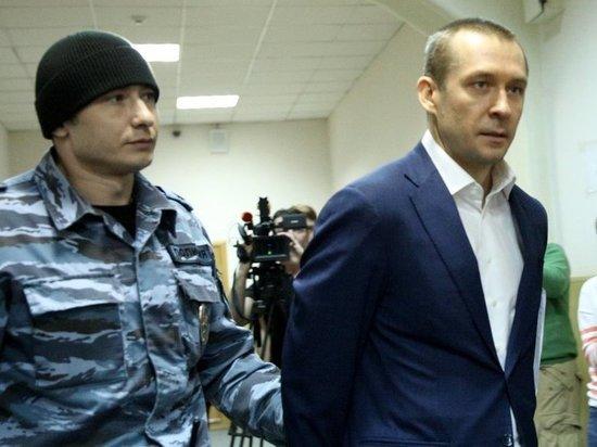 Полковник-миллиардер Захарченко посетовал на тяготы службы: приходилось питаться в ресторанах
