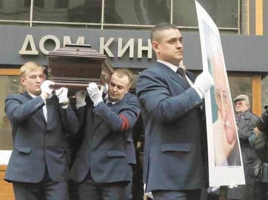 Кинематографисты написали письмо Путину: просили Новодевичье для Хуциева
