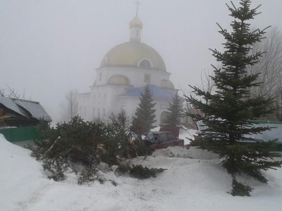 В Саранске пьяный водитель врезался в стену монастыря