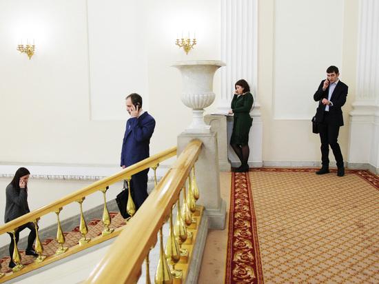 Минтруд решил оставить чиновников без премий: будут только хвалить