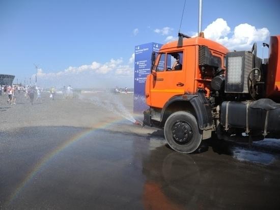 Поливомоечные машины чистят улицы Волгограда после зимы