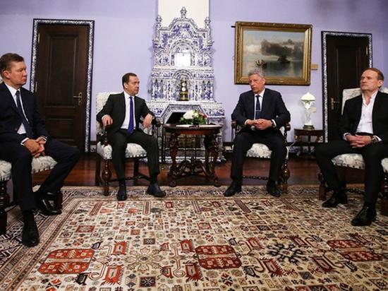 Медведев провел встречу с кандидатом в президенты Украины Бойко