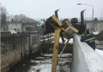 В Ярославской области автокран упал в шлюз на реке Волга