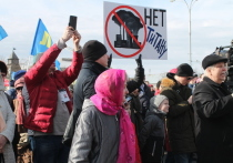 Псковичи освистали и прогнали представителя «Титана» с митинга против строительства завода
