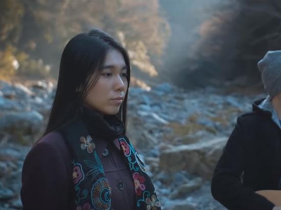 Японка прославилась в сети благодаря хиту Пугачевой «Миллион алых роз»