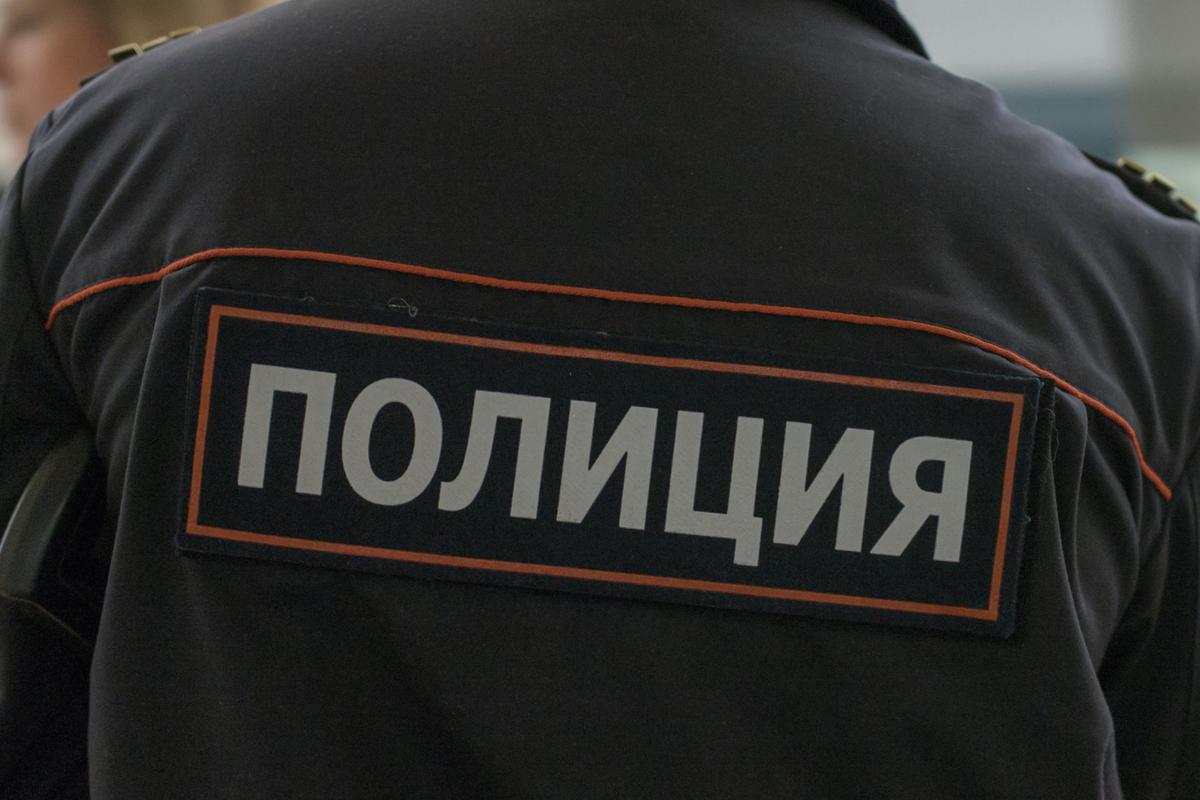 """Кировские полицейские спасли пятерых детей, мать которых ушла """"в загул"""""""