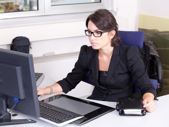 Психологи рассказали, почему красавицы редко становятся начальницами: эффект роковой женщины