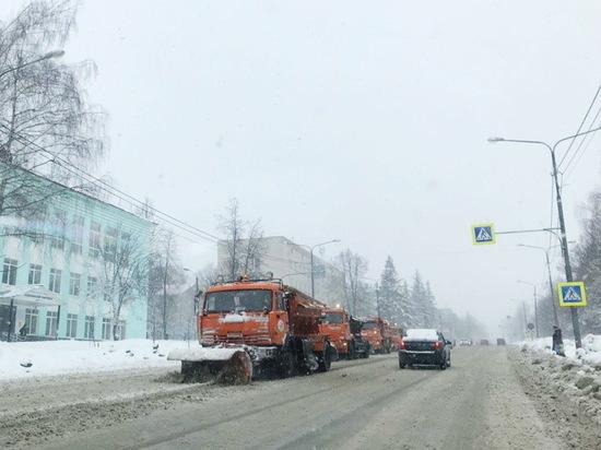 Более ста человек ликвидируют последствия весеннего снегопада в Чебоксарах