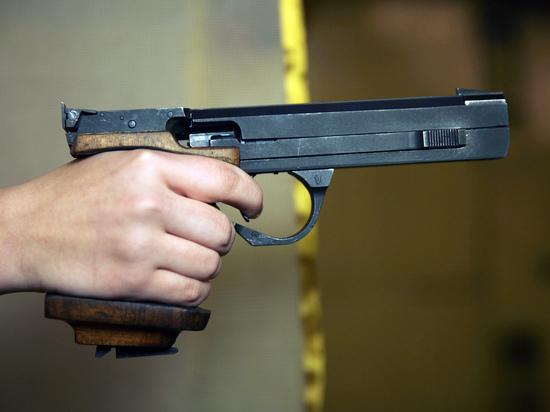Липецкий пенсионер открыл стрельбу по бегавшим во дворе детям