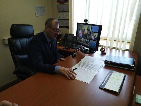 Как власти Мурманской области заставят управляющие компании почистить крыши и дворы