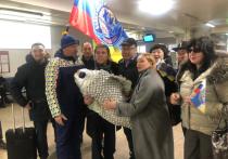 Алексея Булдакова встретили в аэропорту Улан-Удэ огромной рыбой