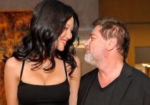 Известный продюсер, актер, шоумен Александр Цекало впервые появился на публике с новой женой, американкой Дариной Эрвин