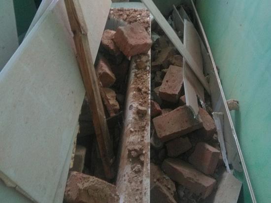 В Юрюзани под обломками рухнувшей стены дома чуть не погибла беременная женщина