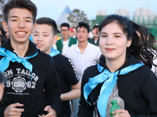 Казахстанская молодежь стремится работать в госструктурах