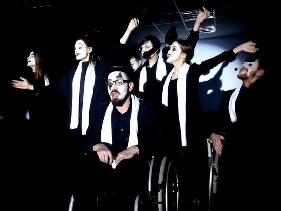 В чем особенность спектакля «Цирк Принтинпрам имени Даниила Хармса» театров «ORA» и «Шарманка»