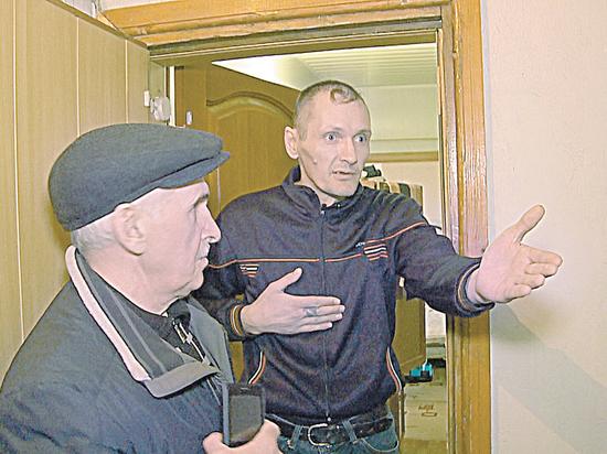 В Бийске жильцы пожаловались на съемную квартиру, забитую больными стариками