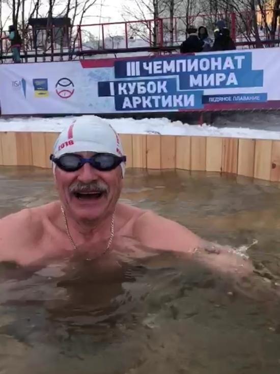 Севастополец произвел фурор на чемпионате мира по ледяному плаванию