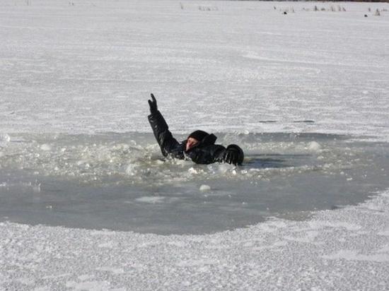 Двое мужчин провалились под лёд на Волге в Тверской области
