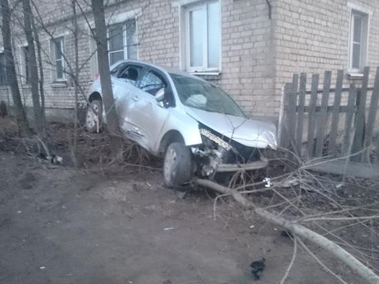 В Тверской области иномарка протаранила стену двухэтажного дома