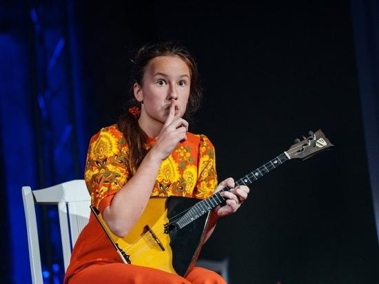 Джаз и балалайка: крымчанка поражает игрой на народном инструменте