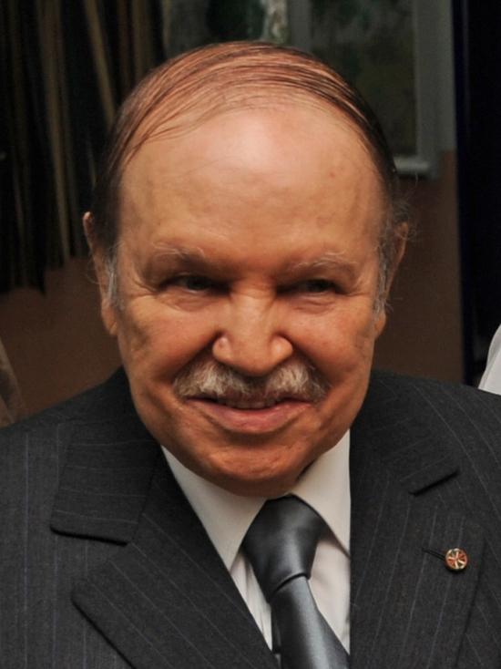 СМИ: Президент Алжира может объявить об отставке 2 апреля