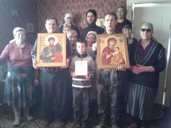 Православные верующие одного из сел Тувы получили в дар писаные иконы
