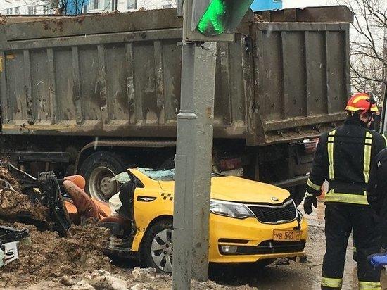 «Треть ДТП устраивают бесправные таксисты»: гаишник рассказал о резонансной аварии