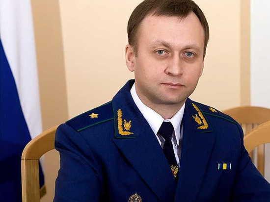 Формальности соблюдены: спустя четыре месяца новый прокурор Алтайского края вступил в должность