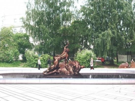 «Мэрия раздела Европу догола» - жители Екатеринбурга недовольны новым памятником