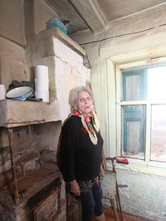 Ее обнаружили просящей милостыню у магазина, потому что ей два месяца не приносили пенсию