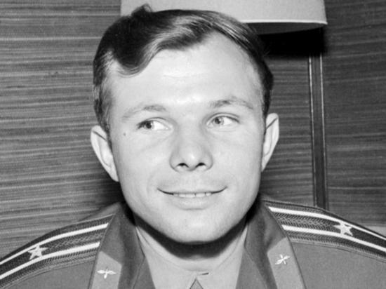 Парту Юрия Гагарина «клонируют»: памятные космические аксессуары отправят за рубеж
