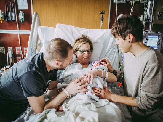Суррогатная мать для семьи гомосексуалистов в сша