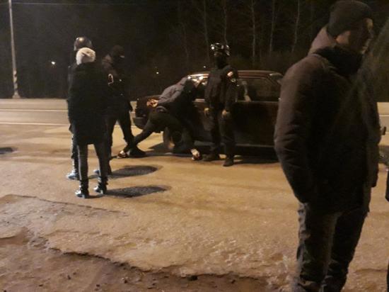 Полицейские и спецназ задержали наркокурьеров в Тверской области