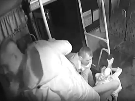 Парней, избивших пассажирку бийского автобуса, задержали