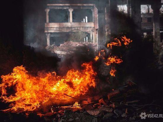 15 человек тушили пожар под Новокузнецком