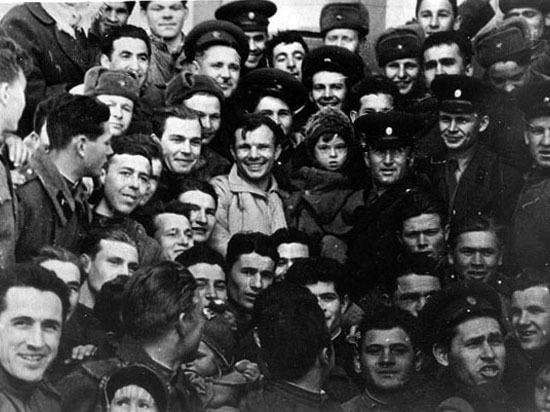 Тайну первого автографа Гагарина раскрыли саратовские поисковики