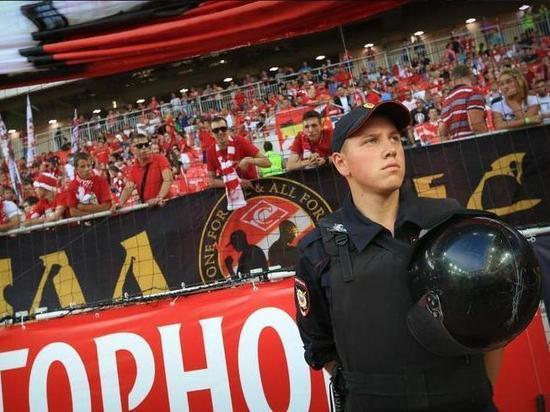 Более 2000 росгвардейцев обеспечат безопасность футбольных матчей в Москве
