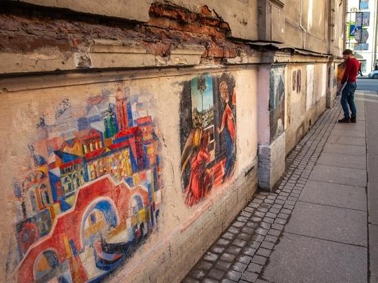 Коммунальщики закрасили арт-галерею с копиями картин Боттичелли