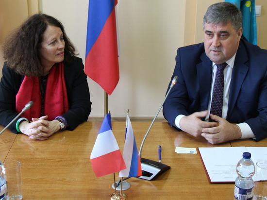 Посол Франции оценила ганзейские хрущёвки в Калининграде