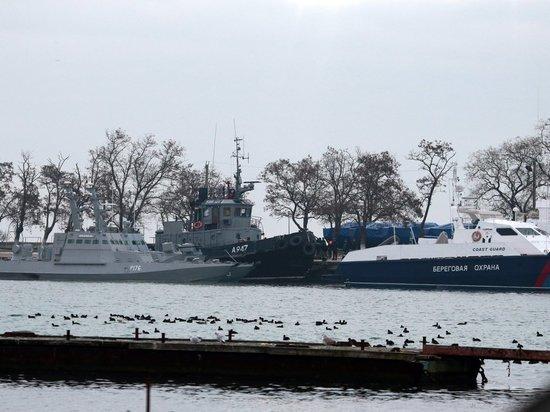 Порошенко потребовал вернуть задержанные украинские корабли из Крыма